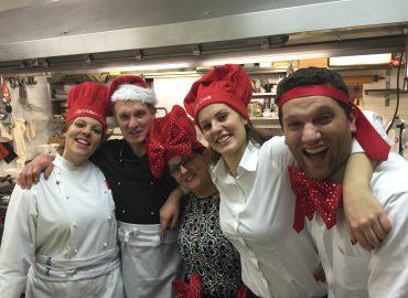 Famiglia Perenzoni - Capodanno 2015 Da sinistra a destra: Erica, Loris, Antonella, Chiara e Mirco.